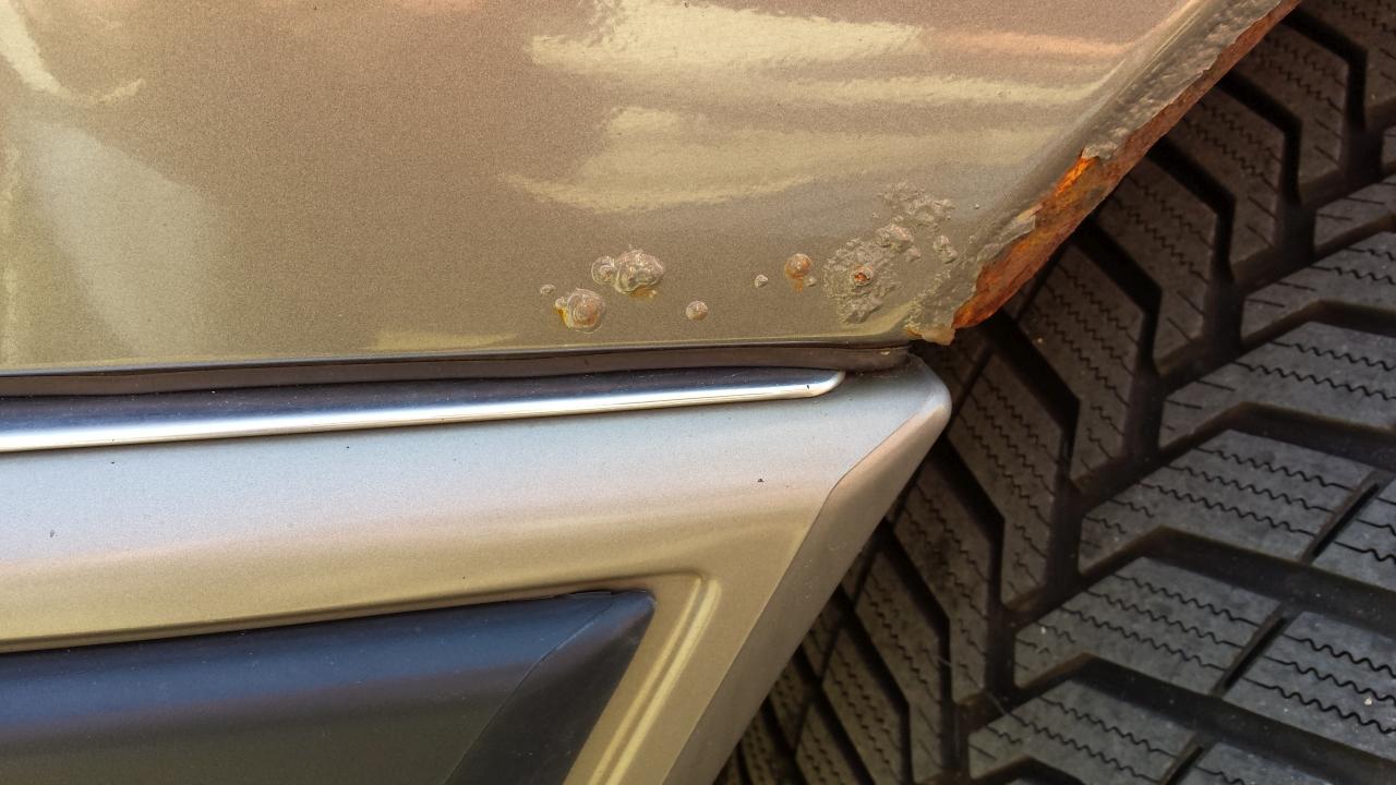 Mercedes Benz W124 250 D Kaufberatung Radlauf vorderer Kotflügel Hier bestejt Handlungsbedarf
