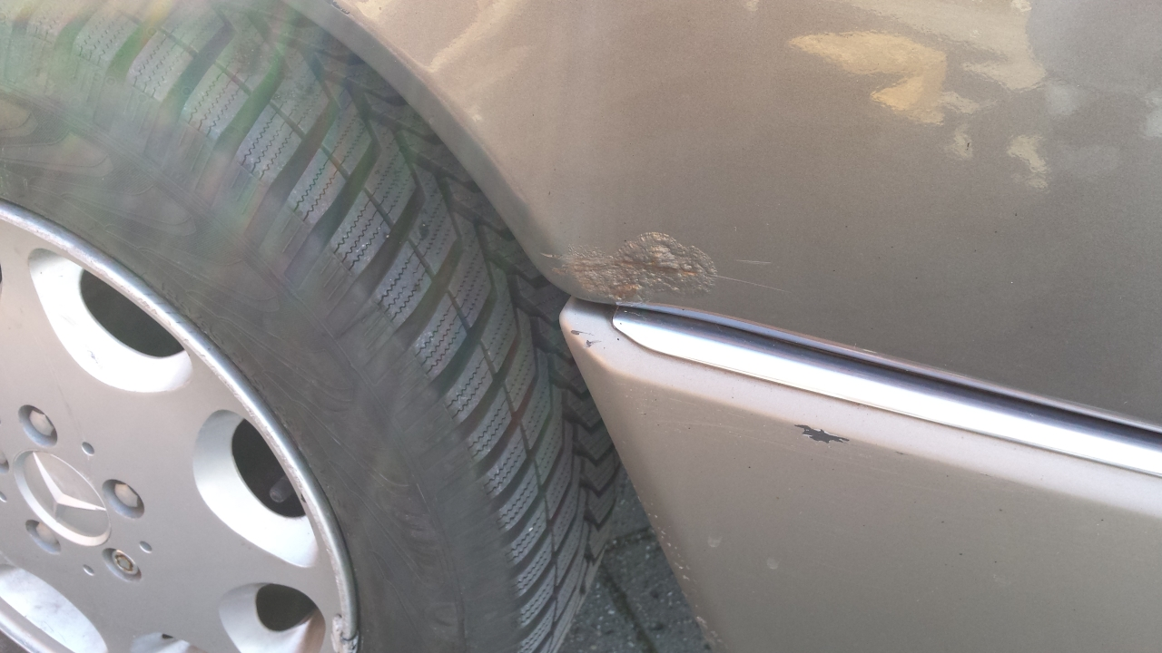 Mercedes Benz W124 250 D Kaufberatung. Radlauf hinten weniger schlimm vom Rostfrass betroffen