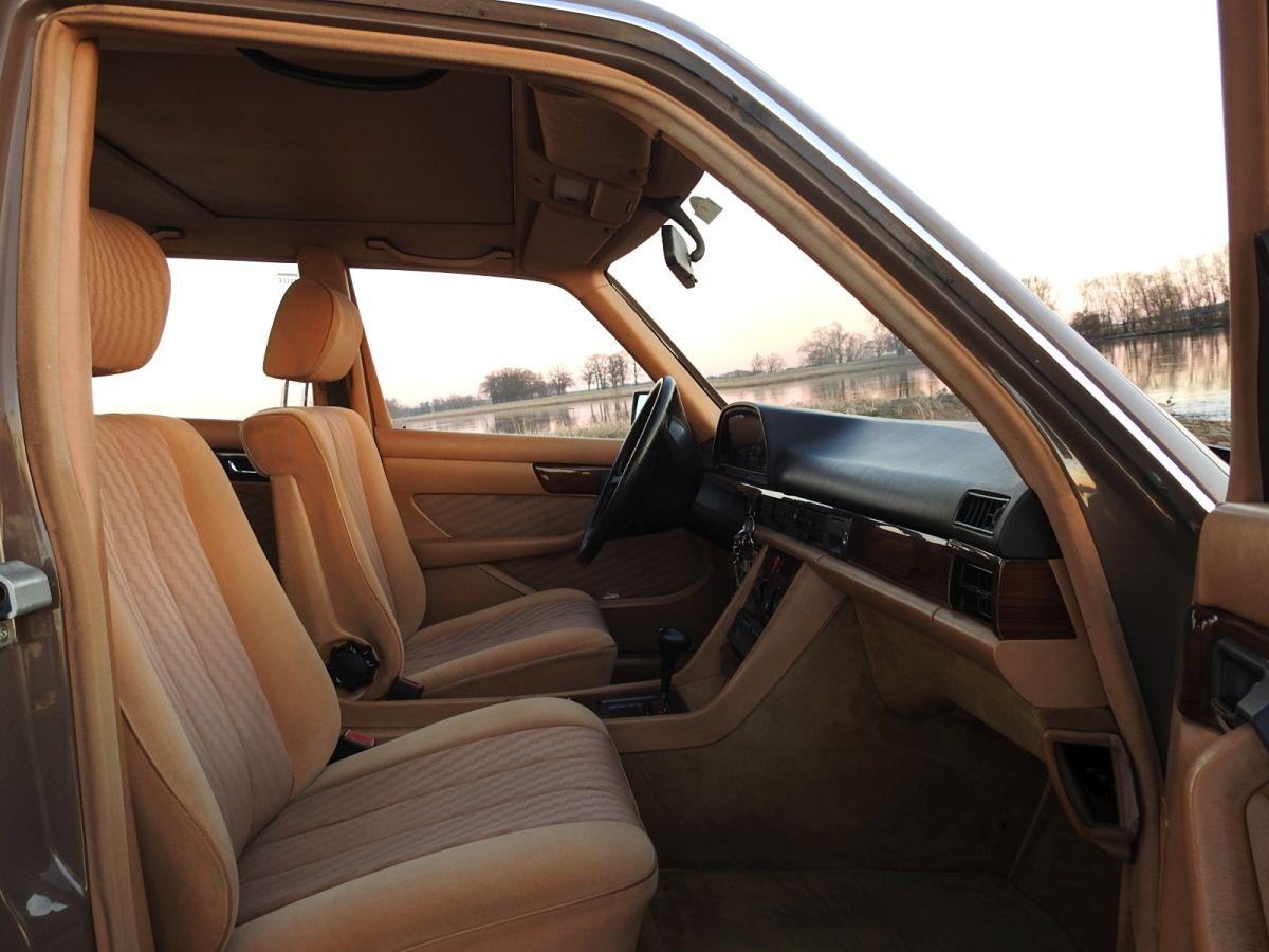 Iinterieur des Mercedes Benz W126 300 SDL Versuchsfahrzeug