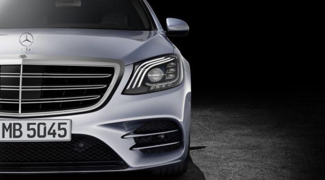 Mercedes S-Klasse Facelift W222. Drei Streifen Design in den Frontscheinwerfern kennzeochen markant die Modellpflege der aktuellen S-Klasse